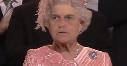 Bolsonaro vira rainha da Inglaterra nos memes