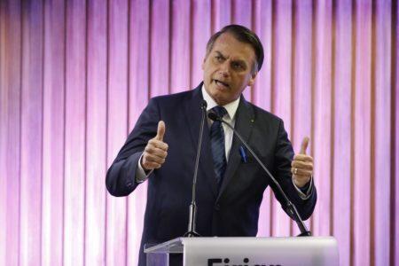 Bolsonaro quer fim de multa para transporte de crianças sem cadeirinha