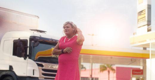 Em campanha, caminhoneira trans diz como ultrapassou preconceito