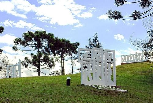 O conjunto das obras revela a paixão de Felícia Leirner pela natureza e pelo local onde está o museu em sua homenagem