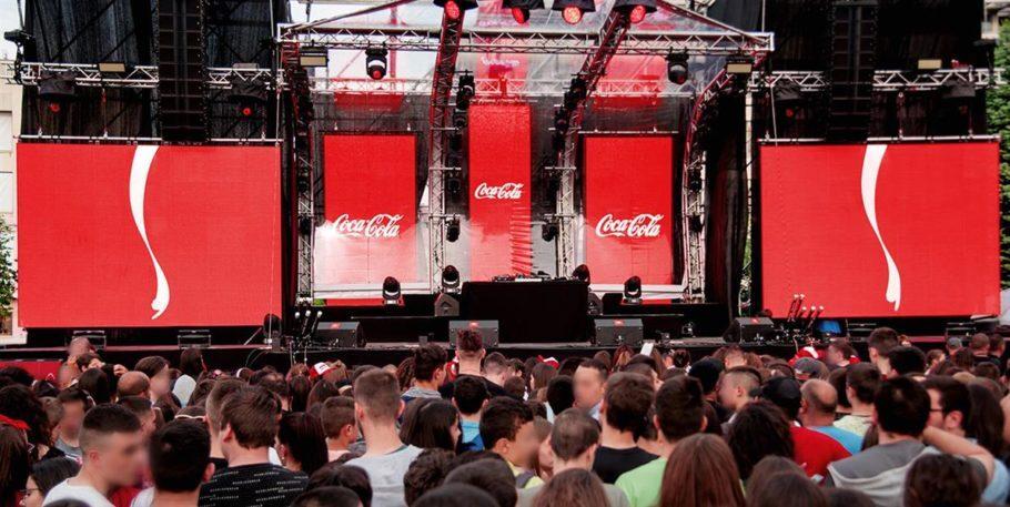 Os apontadores de coletores de latas também foram parar em um festival de música na Bulgária