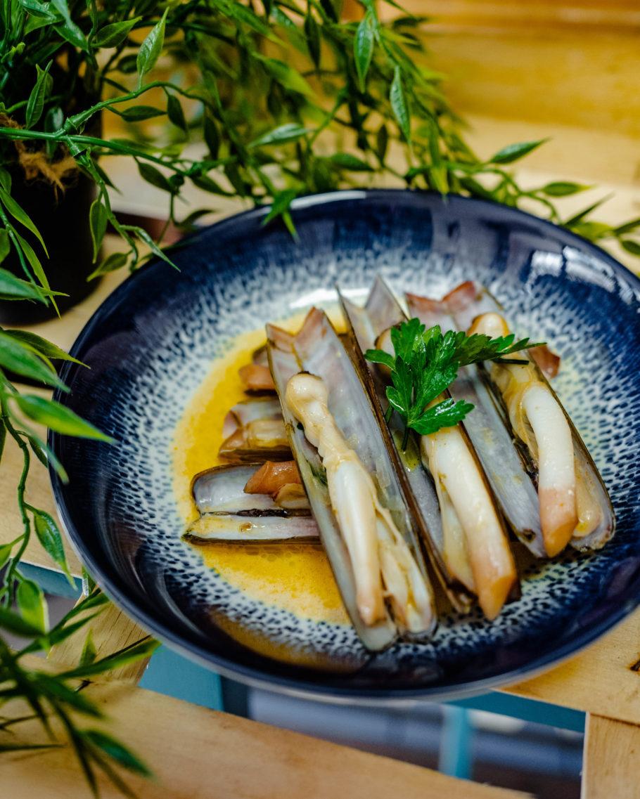 O CRU alia influências mediterrâneas, culinária francesa, peixes e frutos do mar
