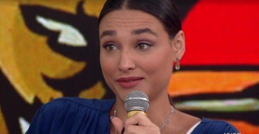 Débora Nascimento chora ao lembrar assédio: 'Eu me tremia'
