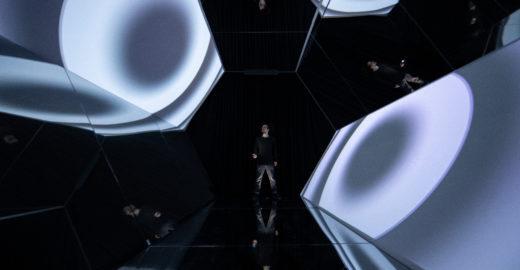 Mundo virtual se confunde com real em mostra imersiva