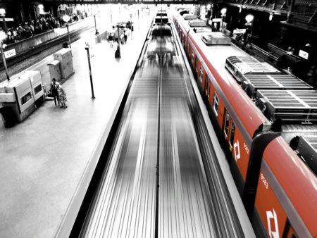 Plataforma da estação da Sé fotografada por Miguel Costa Jr para a mostra São Paulo em Movimento