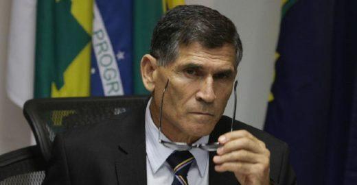 General Santos Cruz diz que governo Bolsonaro é 'show de besteiras'
