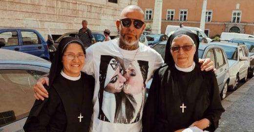 Após polêmica, Henrique Fogaça apaga foto com freiras no Vaticano