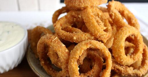 A melhor receita de onion rings para testar ainda hoje