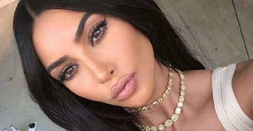 Kim Kardashian lança solução para disfarçar manchas de psoríase