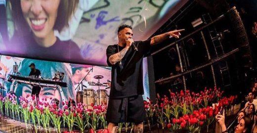 Marcelo D2 faz críticas ao governo Bolsonaro em show no João Rock
