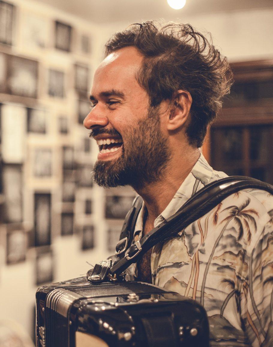 Marcelo jeneci é um dos convidados para o Viva Dominguinhos!