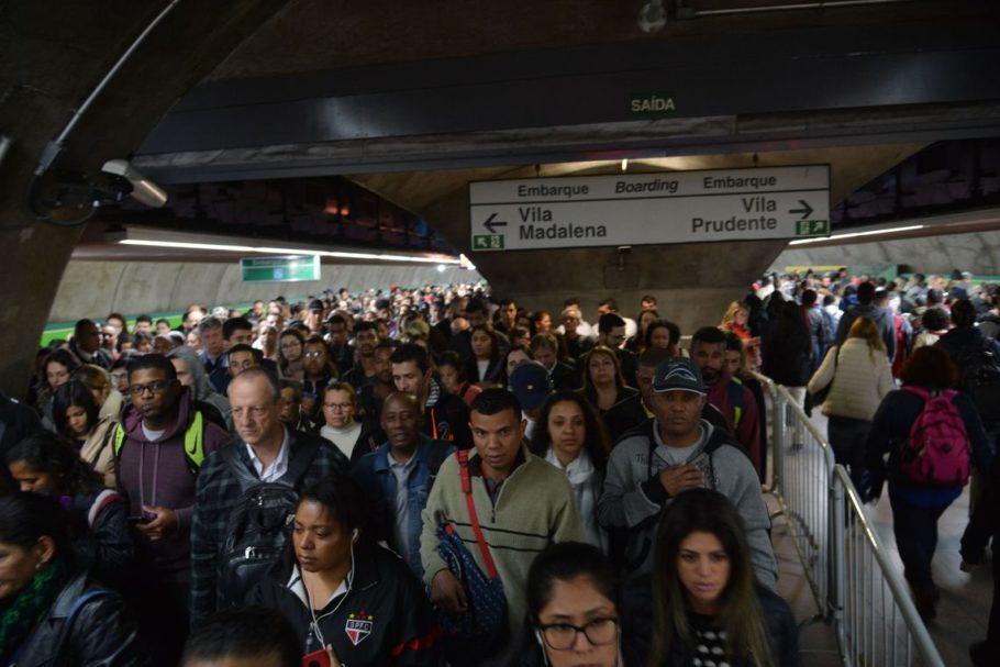 80% dos funcionários de Metrô e CPTM devem trabalhar nos horários de pico e 60% nos demais horários