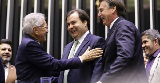 Bolsonaro se convida para ir no programa 'A Praça É Nossa'