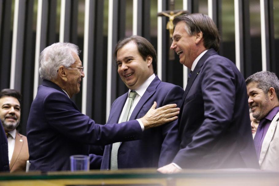 O humorista Carlos Alberto de Nóbrega com os presidentes Jair Bolsonaro e Rodrigo Maia, da Câmara