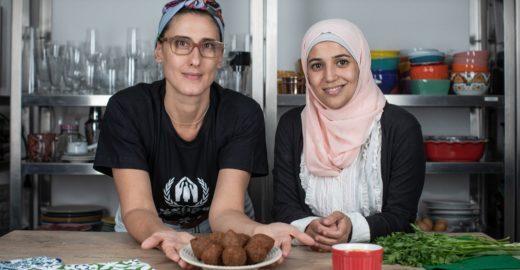 Refugiados ensinam receitas em série com Paola Carosella