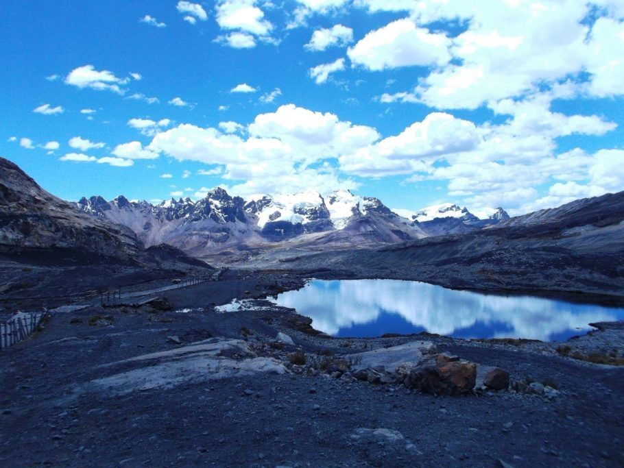 Montanhas do Glaciar Pastoruri