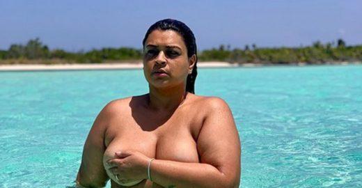 Preta Gil faz topless em Miami e manda recado a gordofóbicos