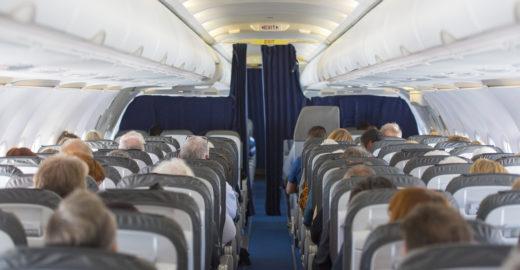 Procon multa empresas aéreas por cobrança de marcação de assentos