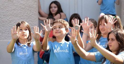 Projeto ensina a criança a conhecer o mundo por meio da literatura