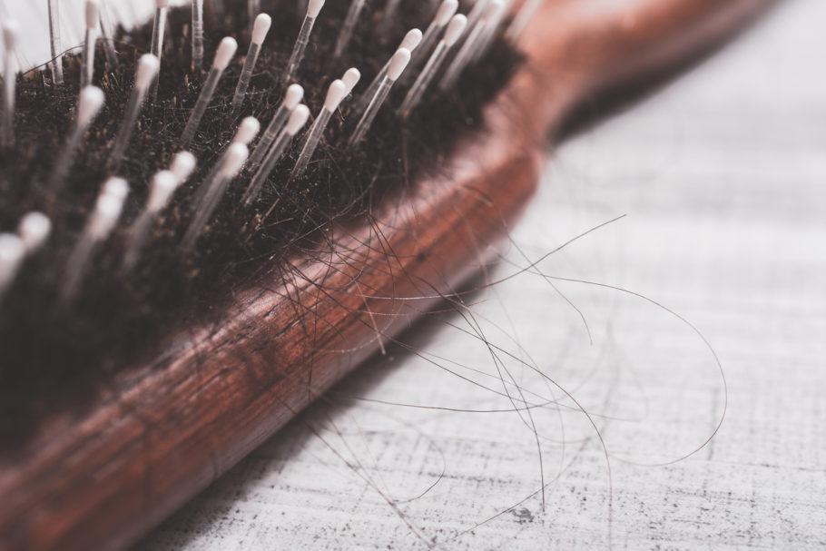 Nos meses mais frios do ano, cabelo tende a cair mais