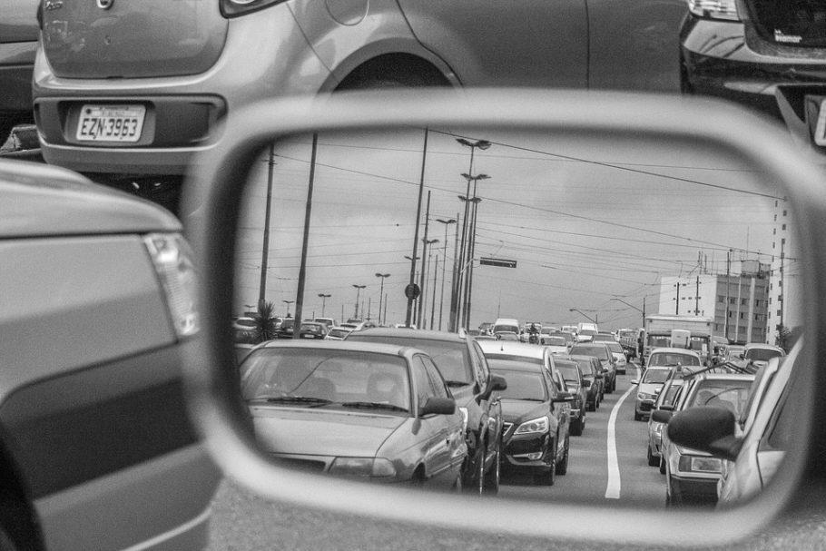 A má qualidade do ar tem ligação com o volume de emissões de poluentes dos veículos