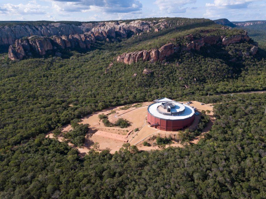 vista aérea da serra da capivara e do museu da natureza no piauí