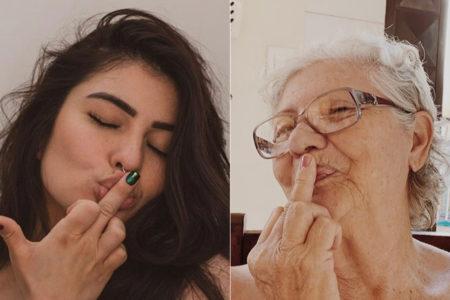 montagem da avó e neta em pose semelhante