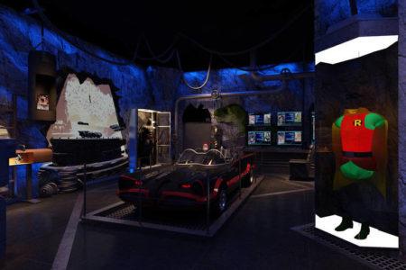 Projeção de como será a batcaverna na mostra 'Batman 80 A Exposição'