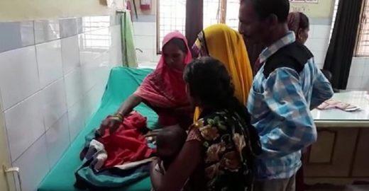 Índia: Pai tenta enterrar vivo bebê com 'três cabeças'