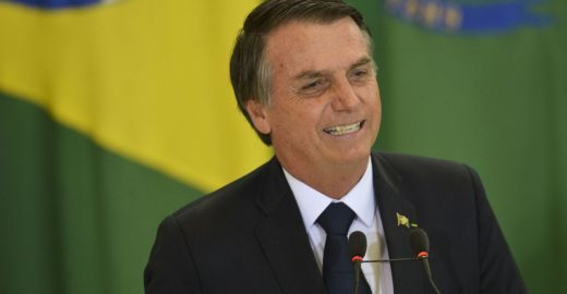 Bolsonaro sugere embargar dados sobre desmatamento