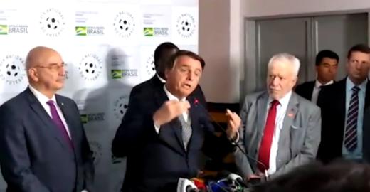 Bolsonaro grita com jornalista e admite que 'pequena parte' passa fome