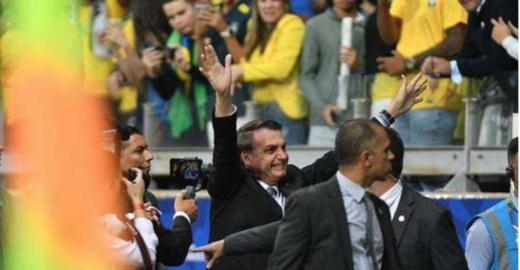Dimenstein: vídeo mostra vexame de Jair Bolsonaro no Mineirão