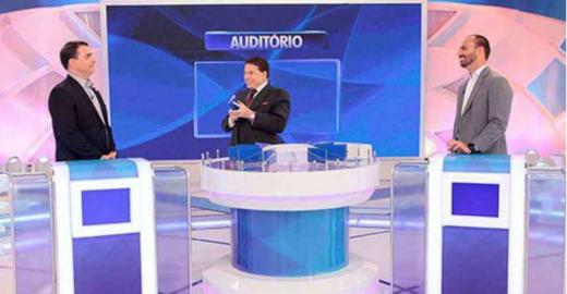 Dimenstein: Sílvio Santos faz filhos de Bolsonaro passarem vergonha