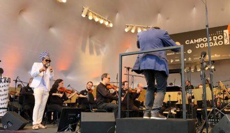carlinhos brown em concerto com a jazz sinfônica brasil no festival de inverno de campos do jordão