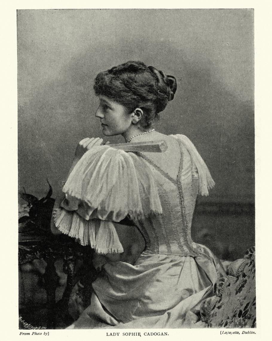 foto antiga de uma mulher usando um corset