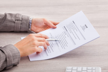 Os consultores vão ensinar a deixar o currículo mais atraente para os recrutadores