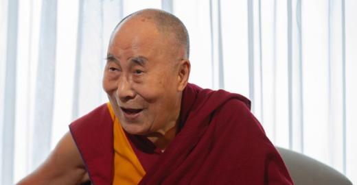 Após declarações machistas, Dalai Lama se desculpa