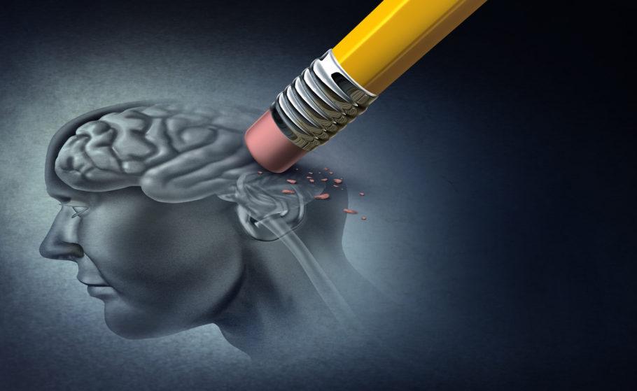 um borracha apagando um desenho de um cérebro