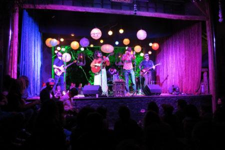 Show no palco do galpão busca vida em bragança