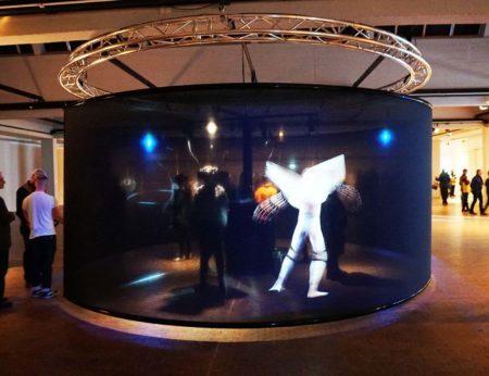 """A obra intitulada """"Das Total Tanz Theater"""" (""""O Teatro da Dança Total"""") na mostra FILE"""