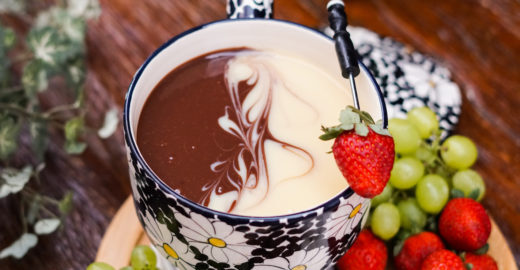 Fondue mesclado: receita com dois tipos de chocolate