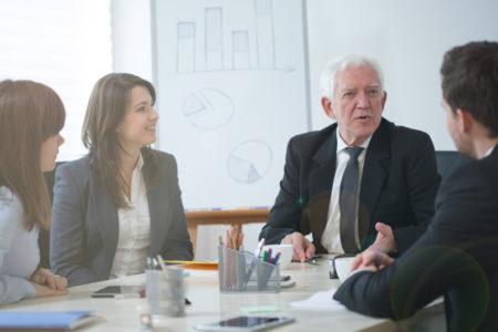Mais de 90% das empresas dizem que contratariam profissionais de 50 anos ou mais, mas, na prática, não se estruturam para isso