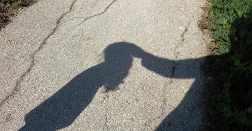 Após ser estuprada pelo primo, menina de 5 anos pede pra morrer