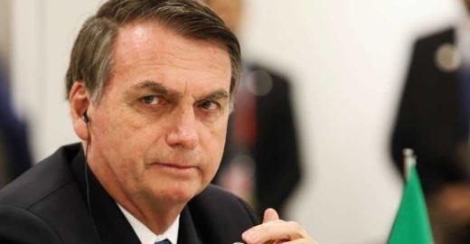 Bolsonaro extrai dente e deve ficar sem falar por três dias