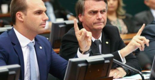 Bolsonaro sobre Eduardo: 'Pretendo beneficiar filho meu, sim'