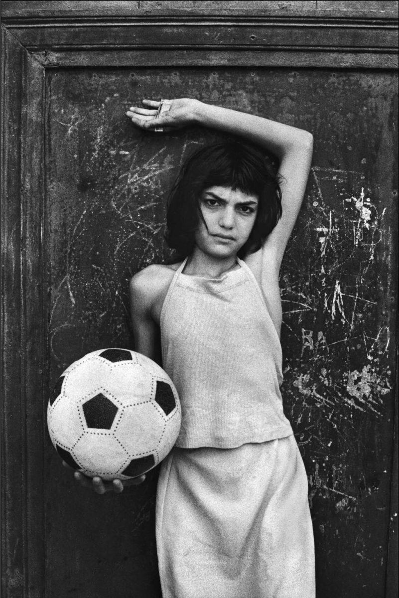 Menina com a bola, bairro La Cala, Palermo, 1980