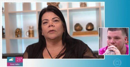 Mãe de Ferrugem diz que filho foi discriminado por ser branco e chora