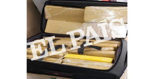 El País divulga foto da mala com 39kg de cocaína no avião da FAB