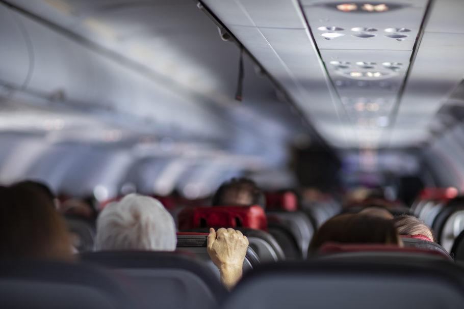 pessoas no avião
