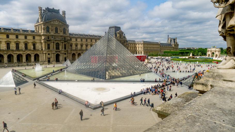 8 – Museu do Louvre, Paris (França)